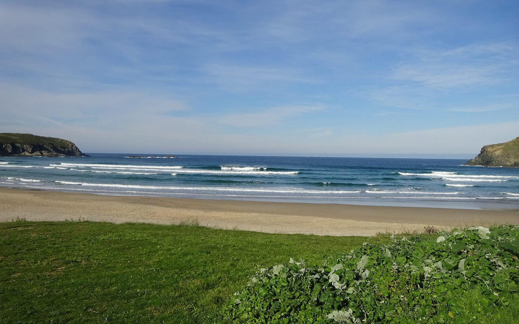 Layback Spotguiding Strand mit Wellen