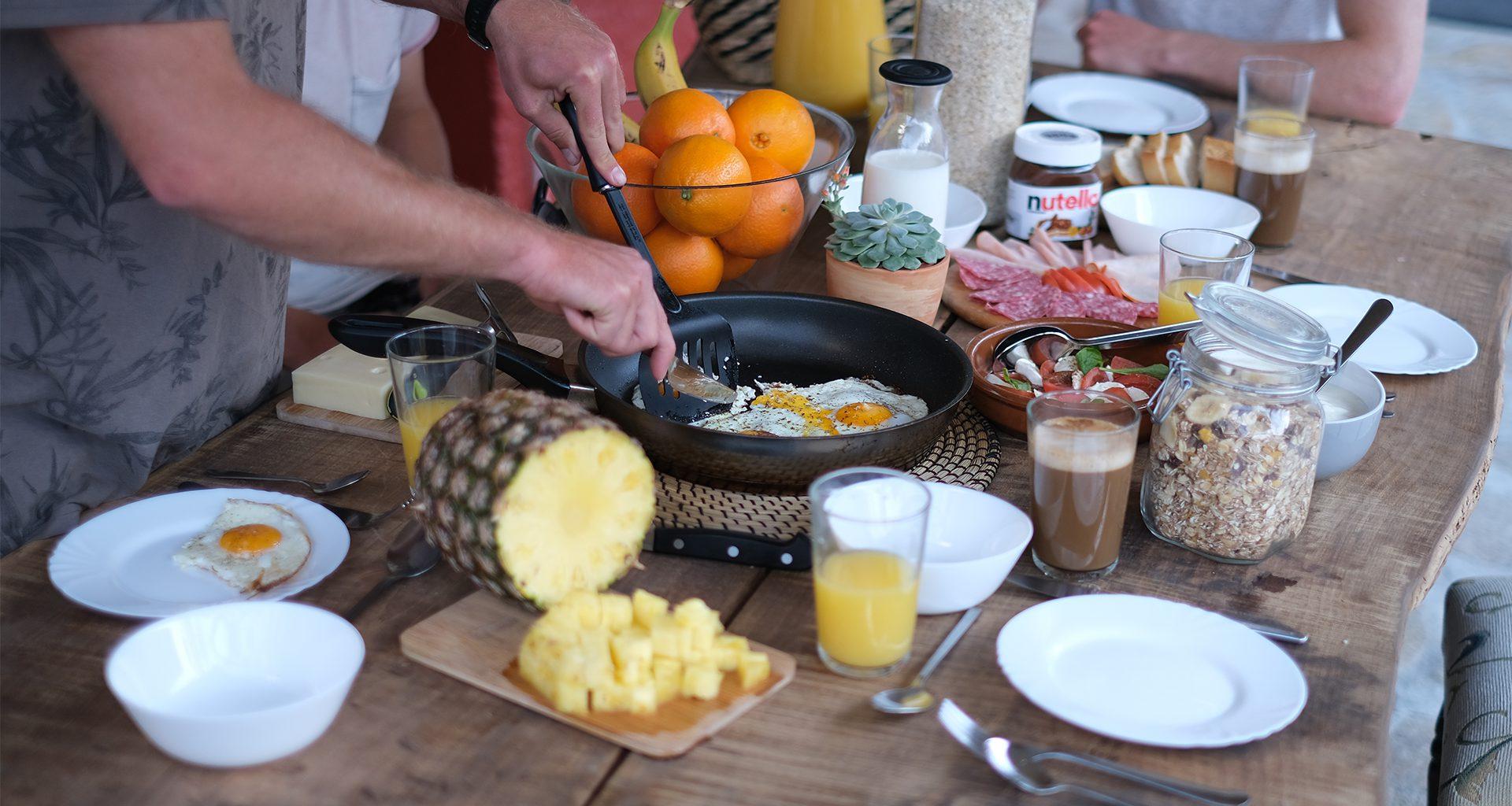 Üppiges und gesundes Frühstück