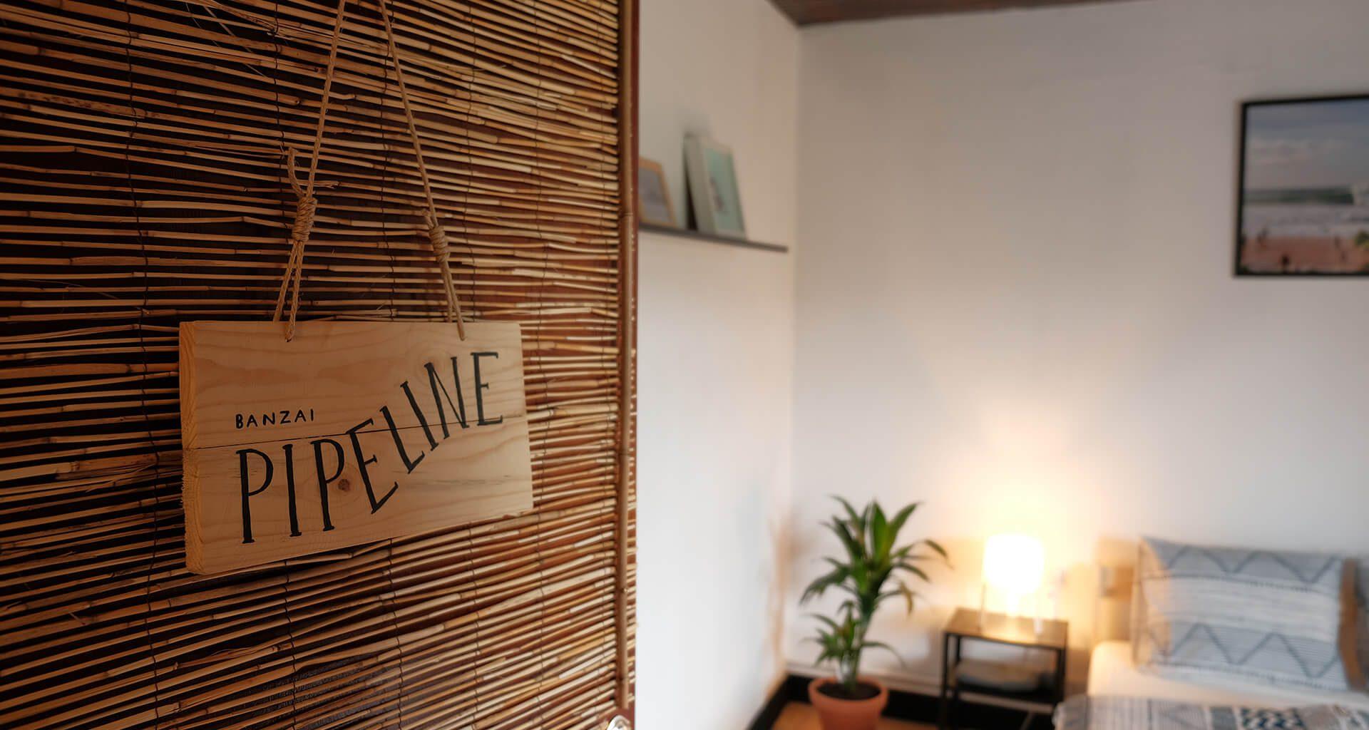 "Tür unseres Doppelzimmers ""Pipeline"""
