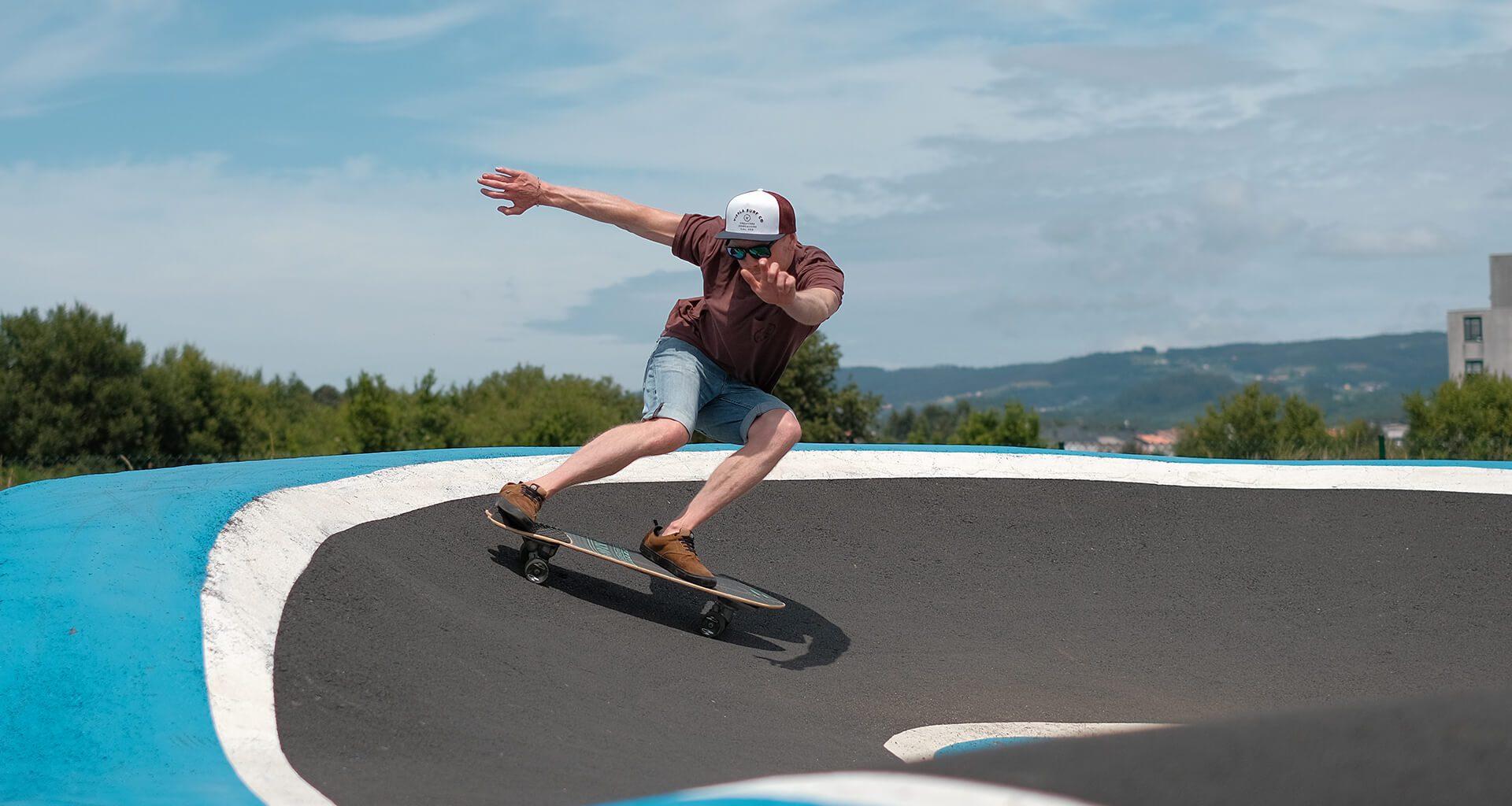 Michi beim Surfskaten